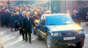 ΣΑΛΤΑΡΑΝ ΟΙ ΣΚΟΠΙΑΝΟΙ: Κηδεία με… αγροτικό για τον Κίρο Γκλιγκόροφ (Киро Глигоров) ....